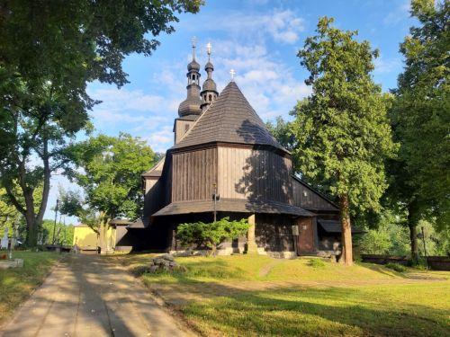 Uporządkowano teren przy zabytkowym kościele