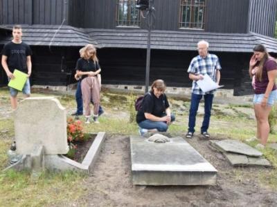 Trwają prace na zabytkowym cmentarzu