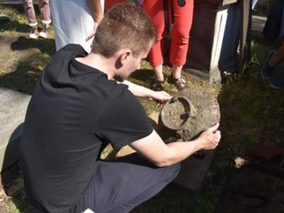 Nadal trwają prace przy zabytkowym cmentarzu